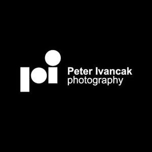 نمونه معروف و ایده طراحی لوگوی عکاسی peter ivancak - طراحی لوگوی عکاسی – سبکها و انواع متدوال لوگوی عکاسی