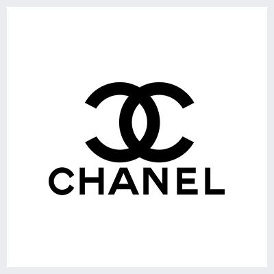 لوگوی مشکی برند لباس شنل - انتخاب رنگ لوگو: معنی و روانشناسی رنگ در طراحی لوگو